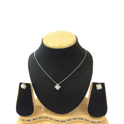 Shriya Pearl Pendant Set With Chain